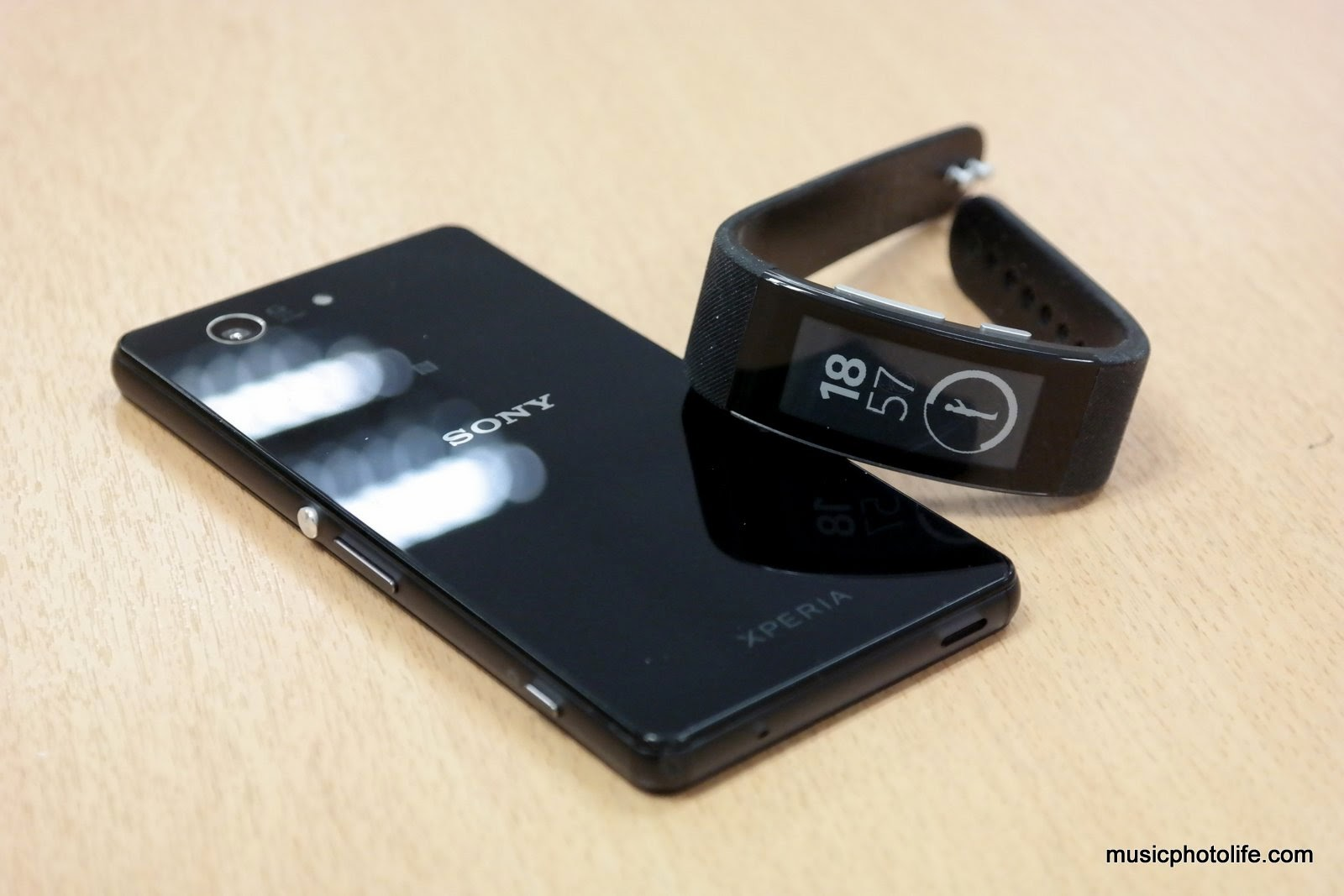 Sony SmartBand Talk SWR30 Review: More Band, Less Watch