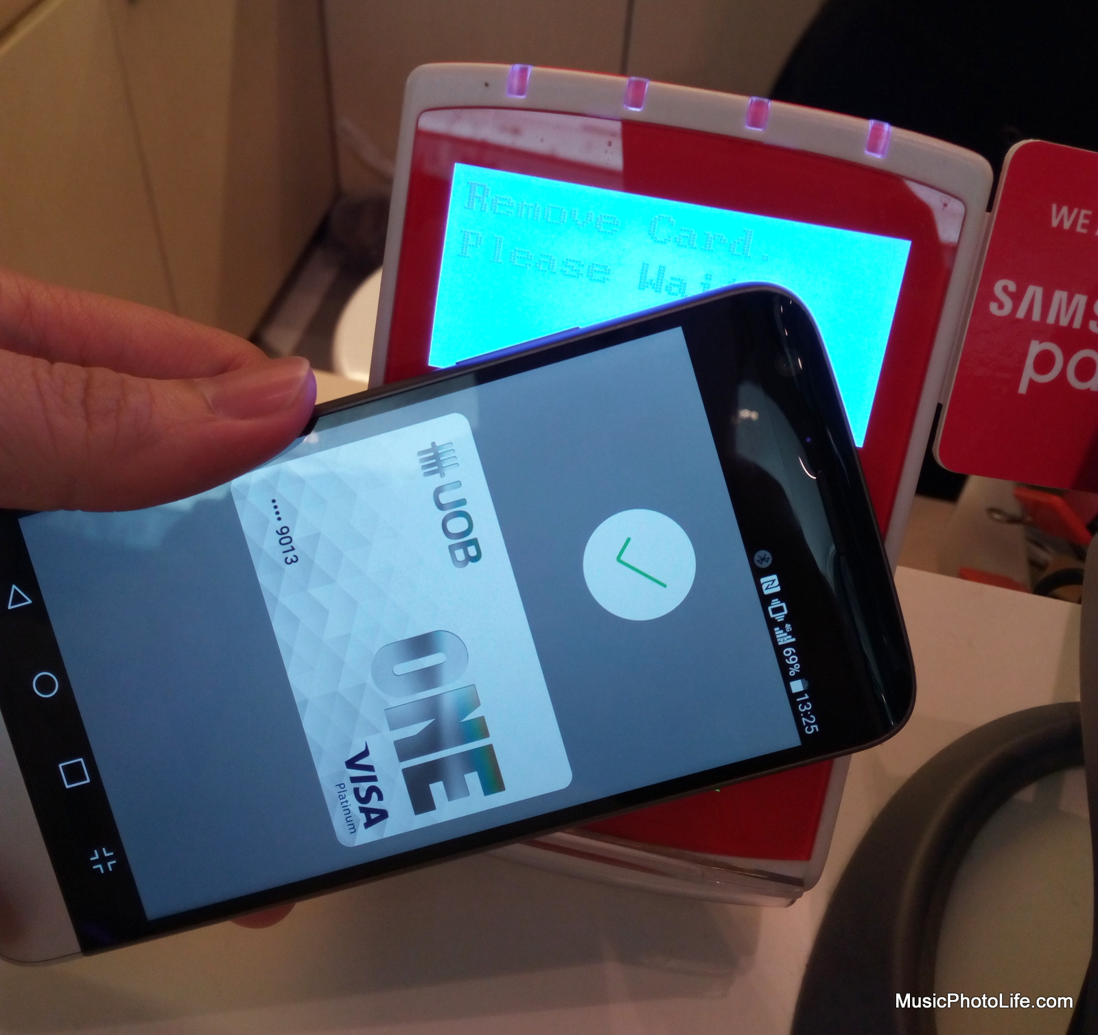 Paying with Android Pay on LG G5 at the terminal