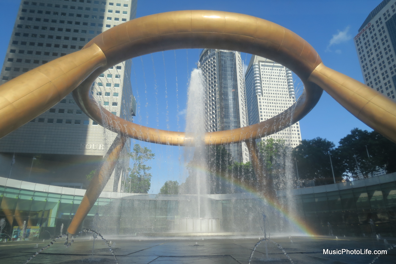 Canon G5X sample images at Suntec City Fountain