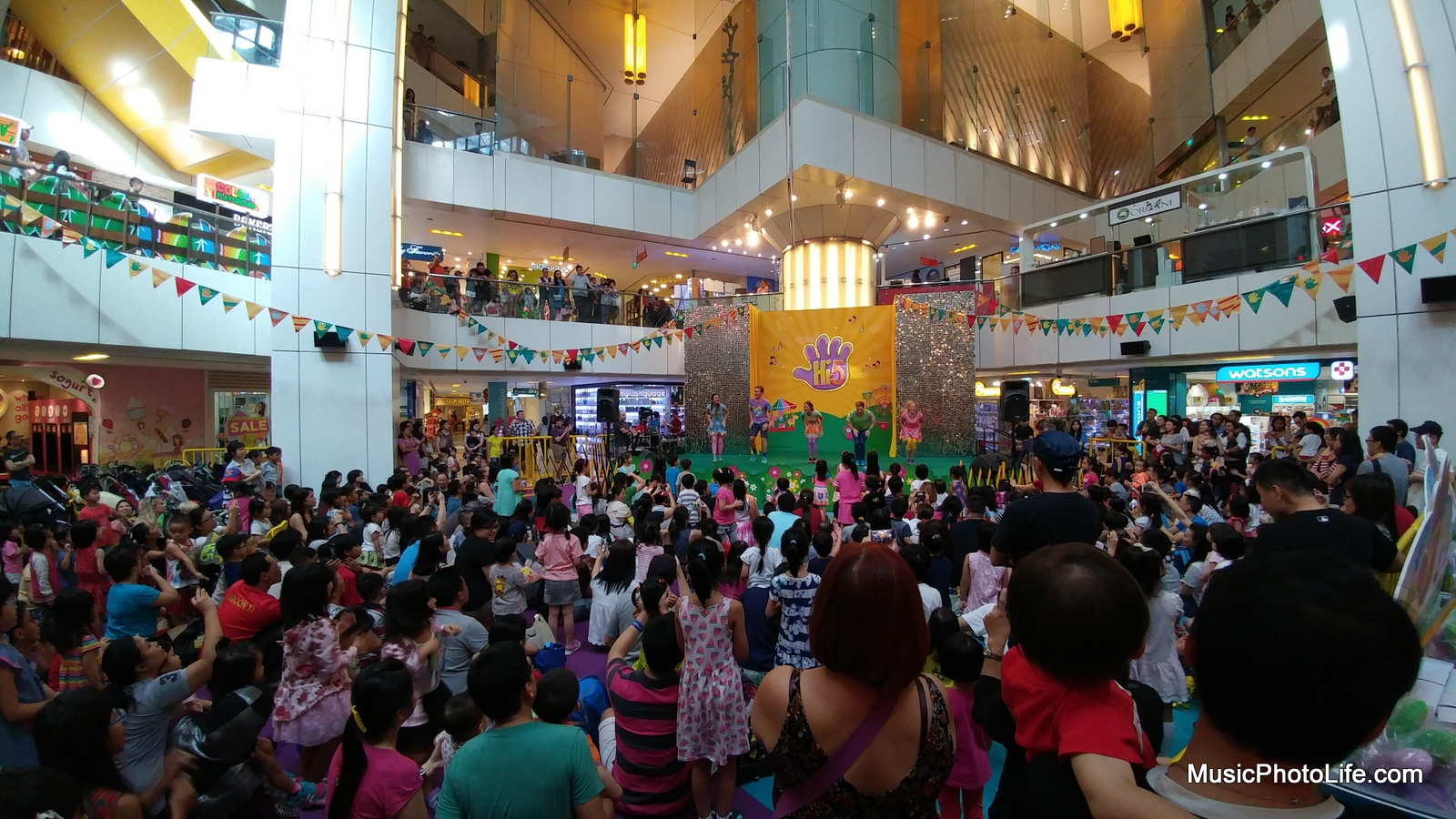 Performance event wide angle shot with LG G5
