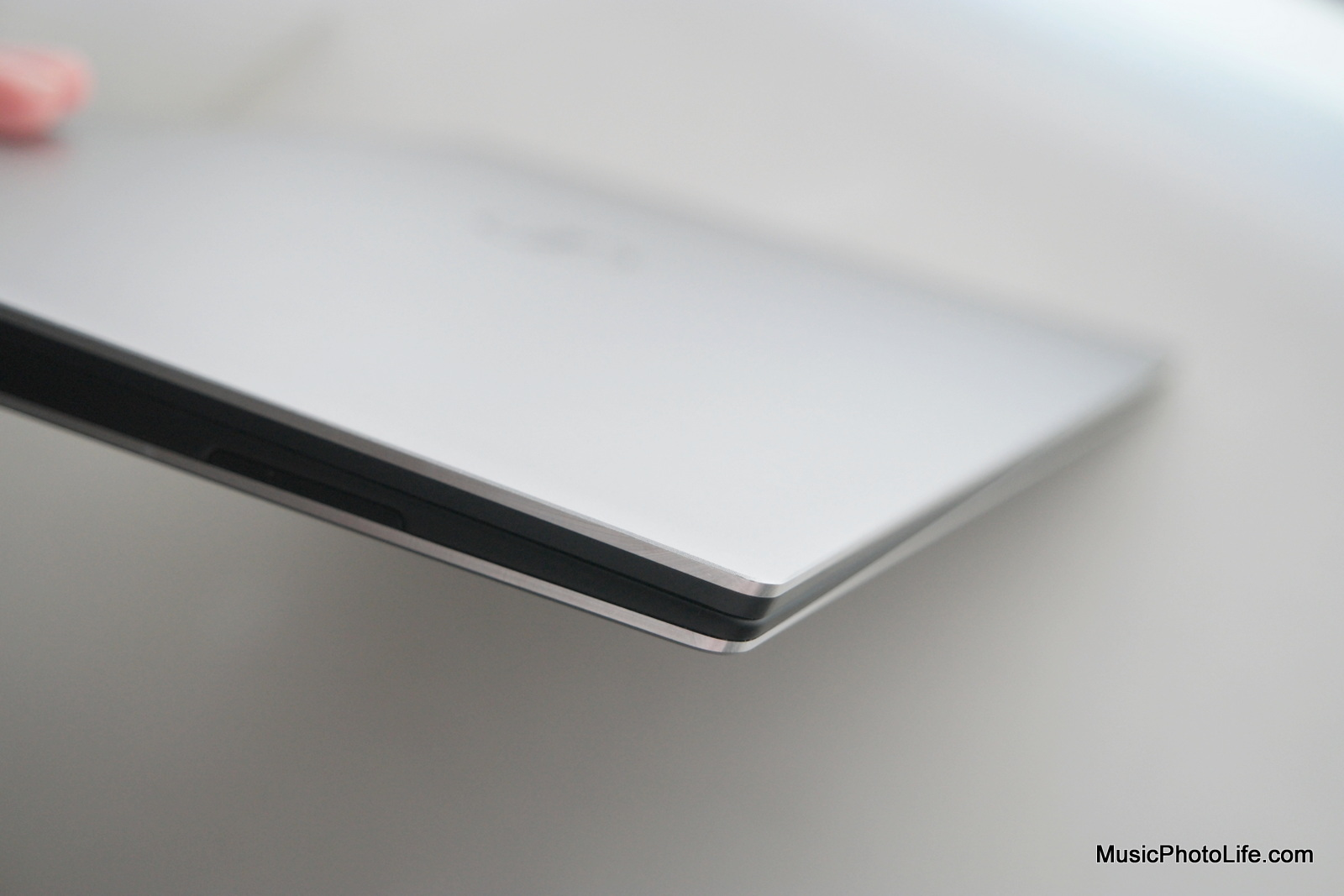 Dell XPS 13 (2016) small speaker grille
