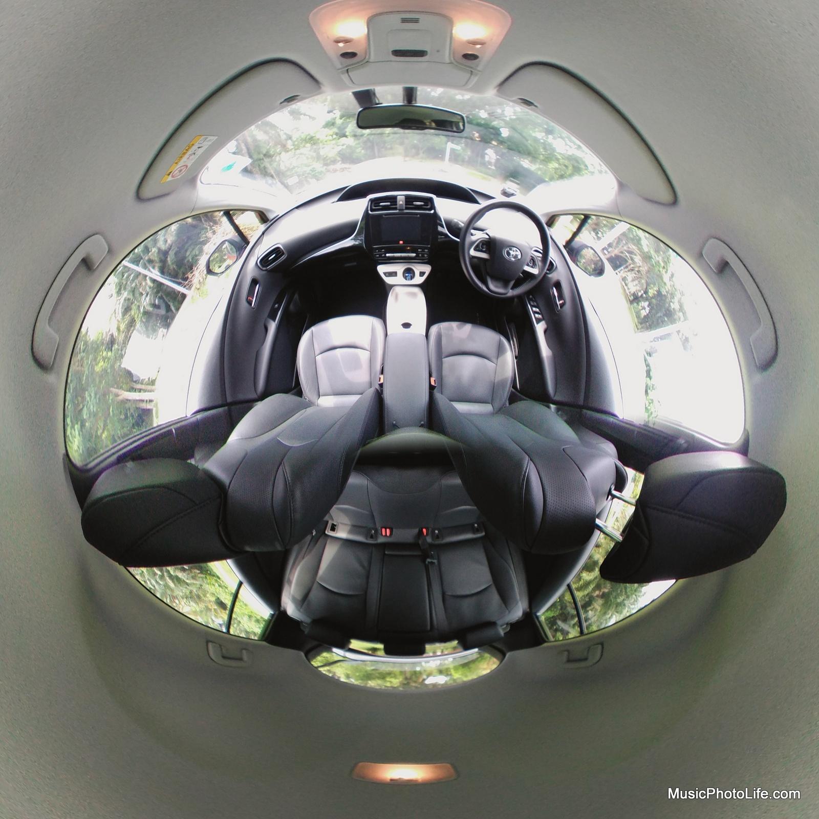 LG 360 CAM - interior of the Toyota Prius