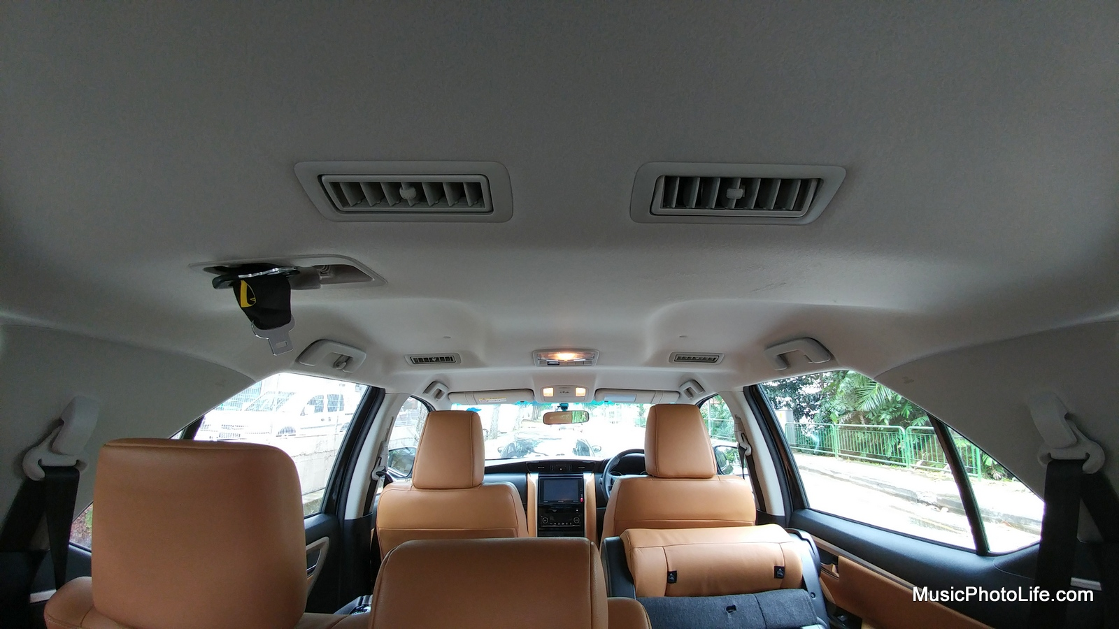 Toytota Fortuner aircon vents above the roof