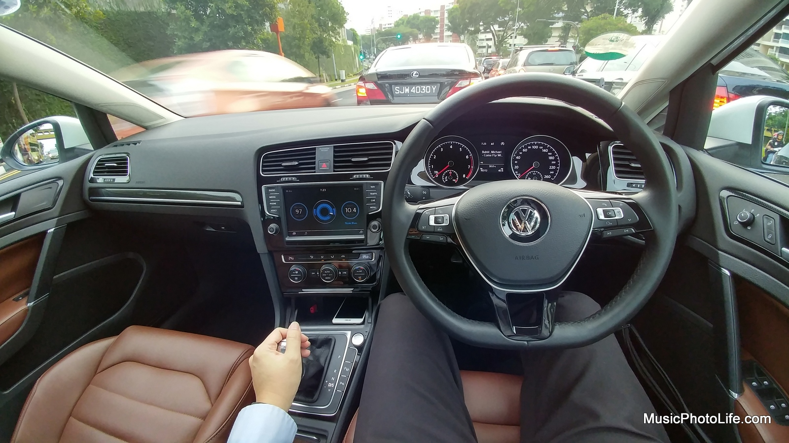 Volkswagen Golf Variant interior view - review by musicphotolife.com