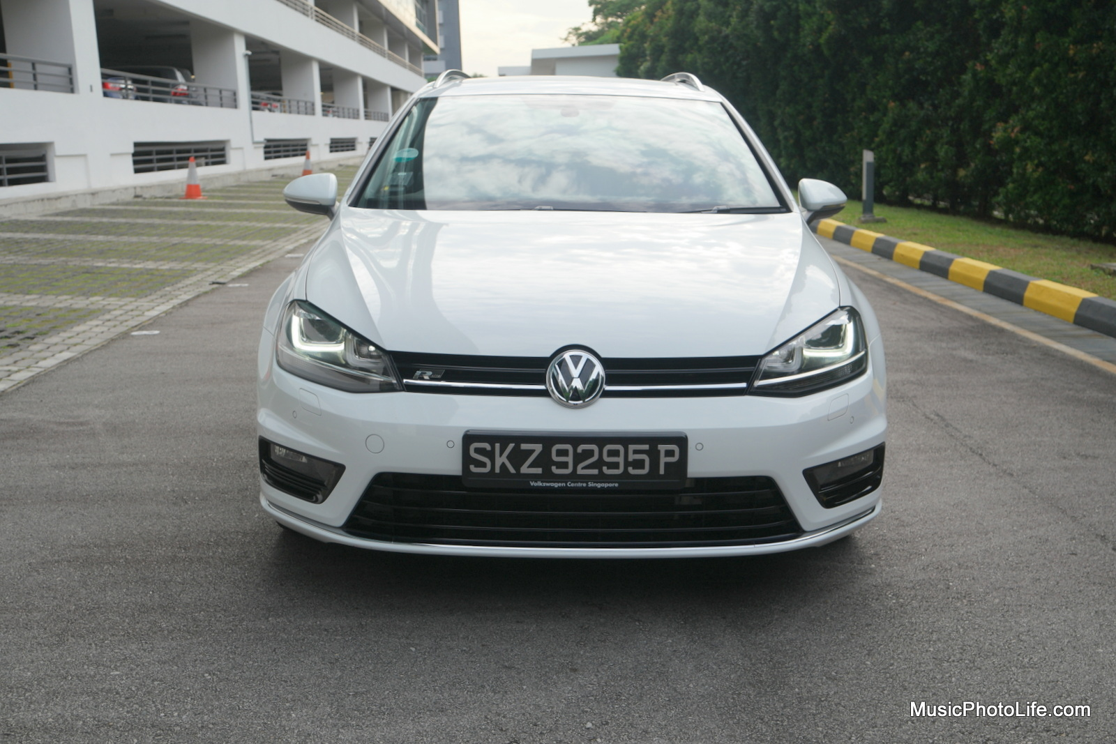 Volkswagen Golf Variant front view - review by musicphotolife.com