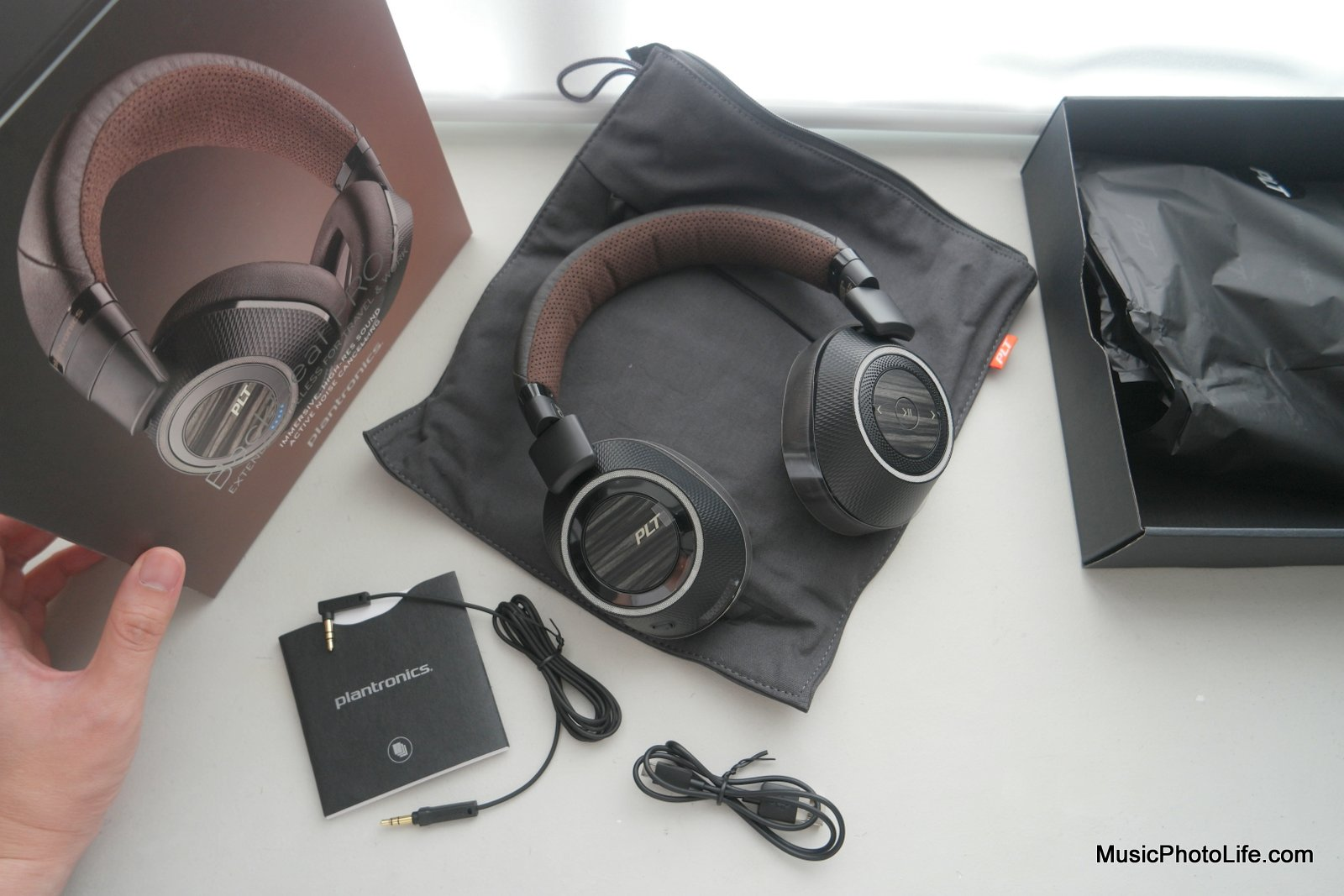 Plantronics BackBeat PRO 2 and SE Review  Wireless ANC Headphones 2e1ee0ab9411