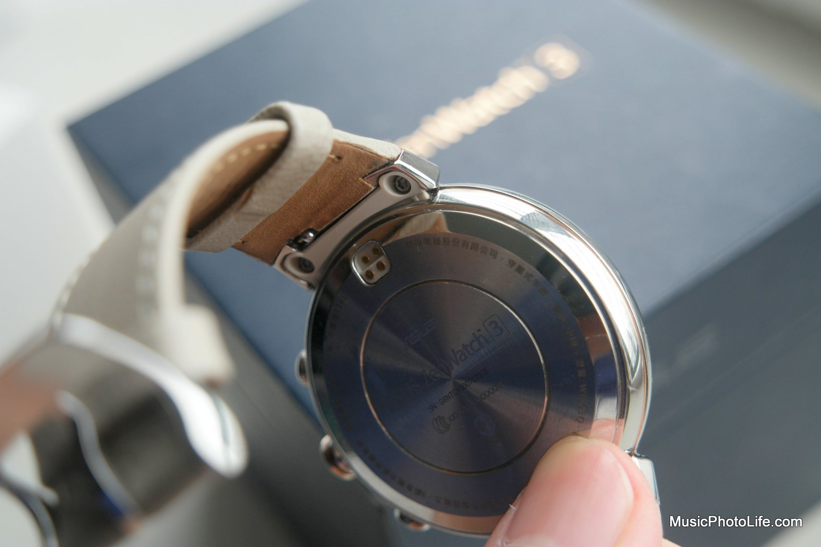 ASUS ZenWatch 3 review by musicphotolife.com
