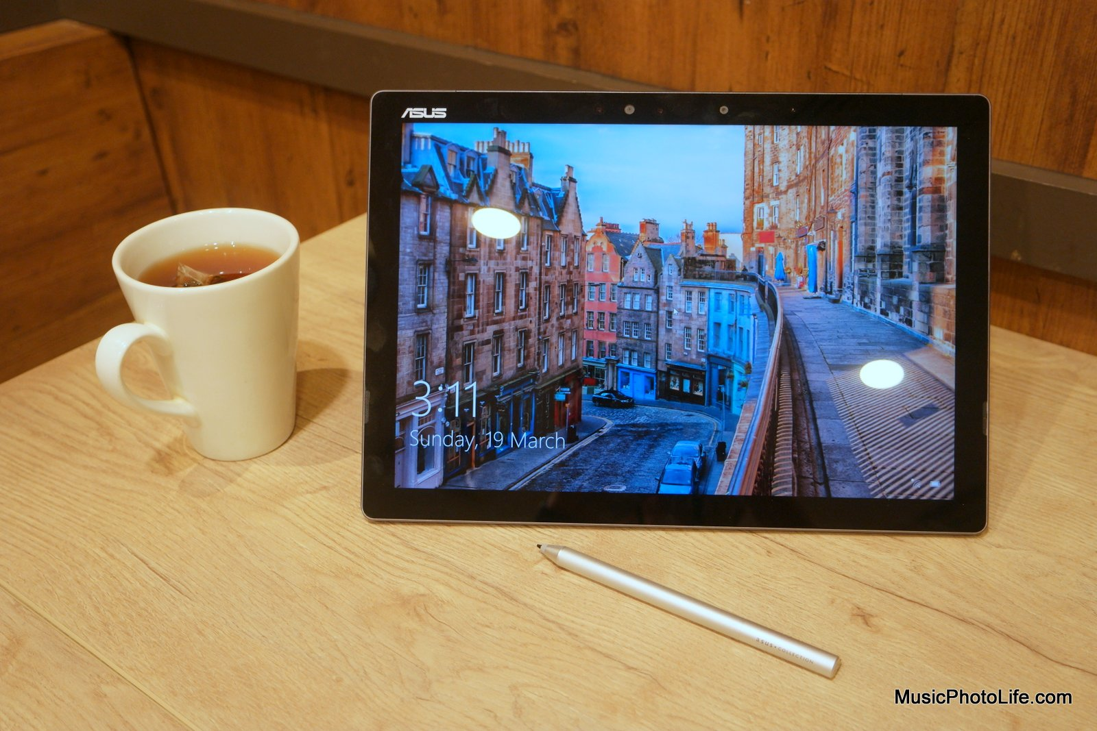 ASUS Transformer 3 Pro tablet and pen, review by Singapore gadget reviewer Chester Tan