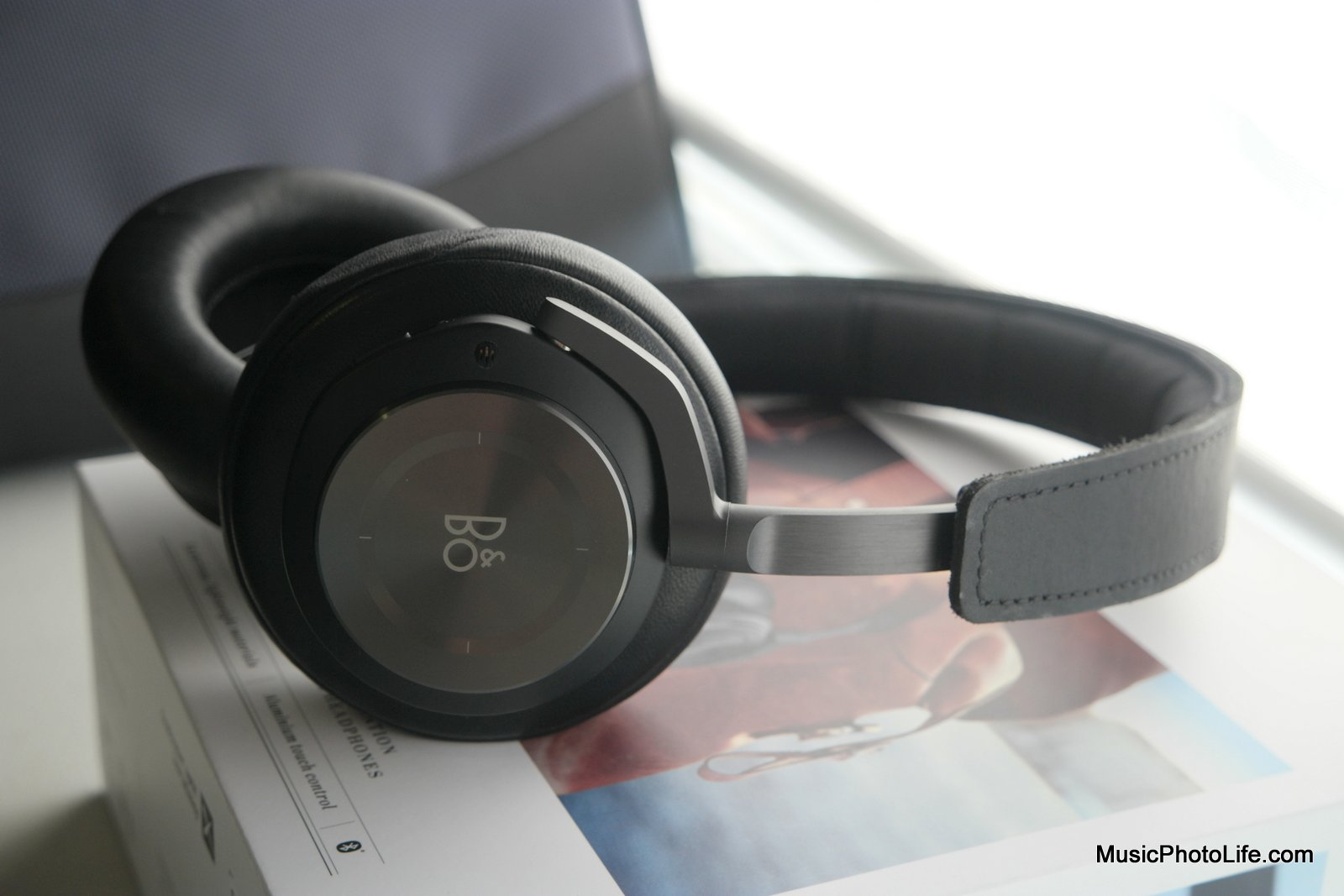 B&O PLAY Beoplay H9 review by musicphotolife.com