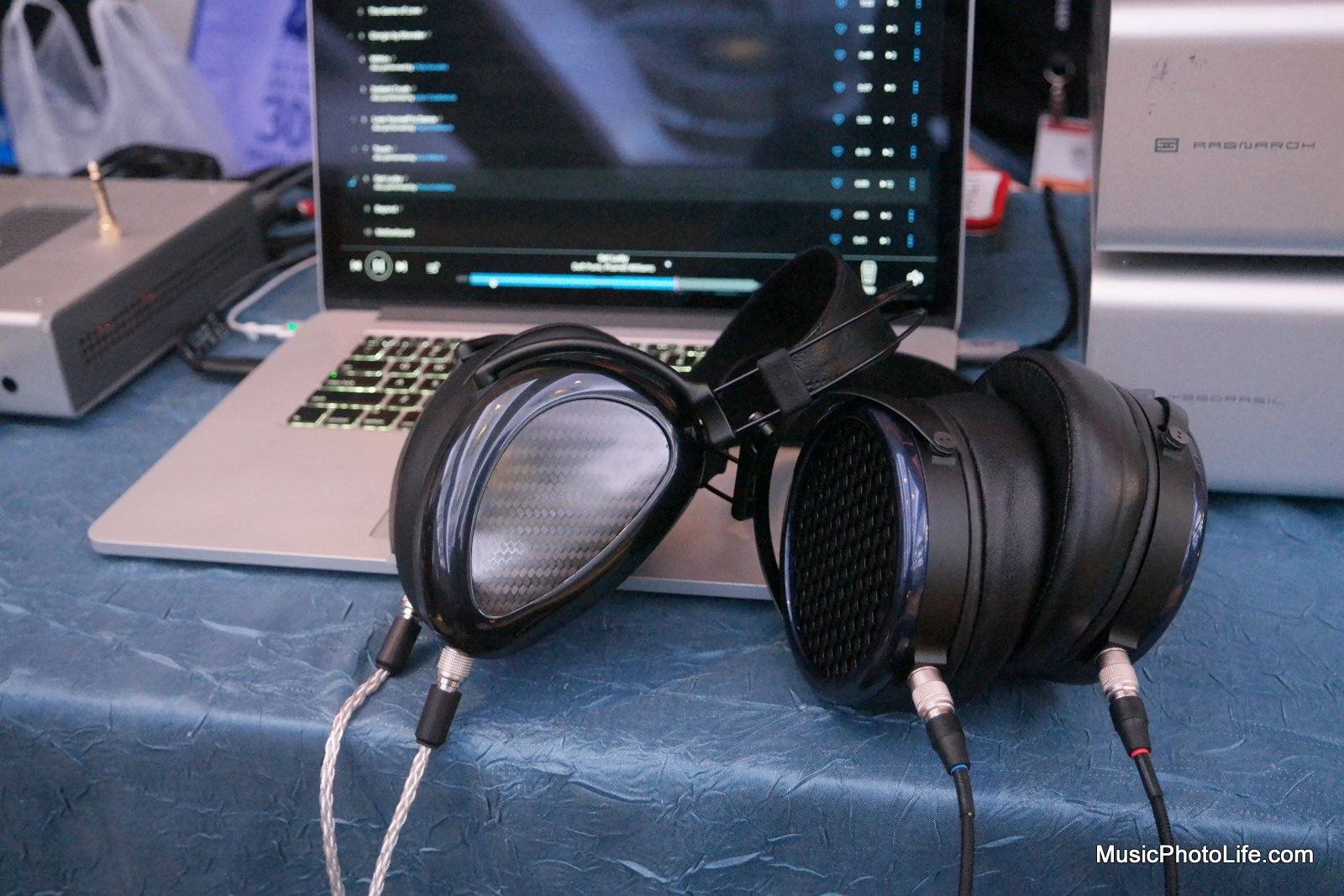 MrSpeakers Ether Flow and Aeon planar magnetic headphones at CanJam Singapore 2017
