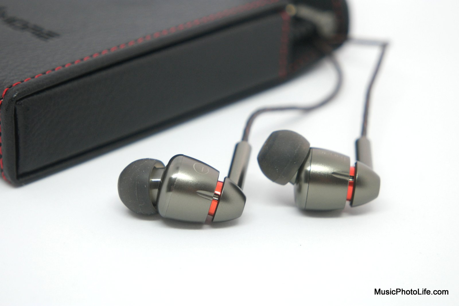 1MORE Quad Driver In-Ear Headphones review by Chester Tan musicphotolife.com