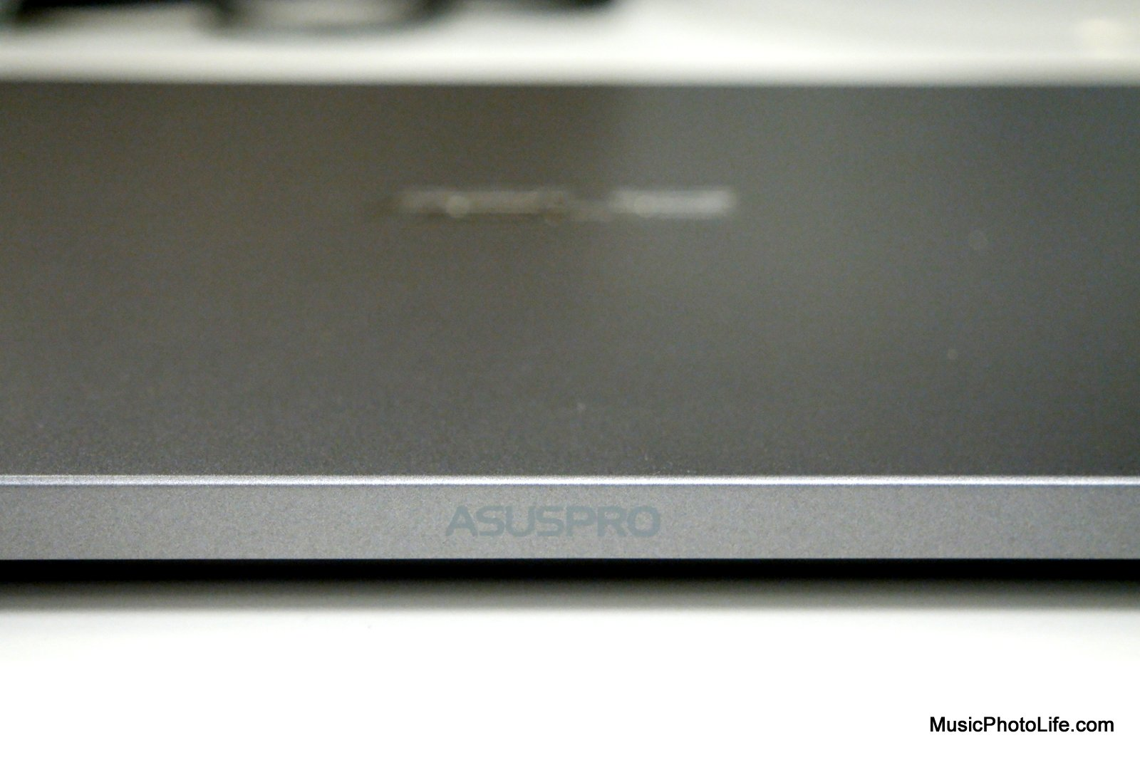 ASUSPRO B9440 review by Chester Tan musicphotolife.com