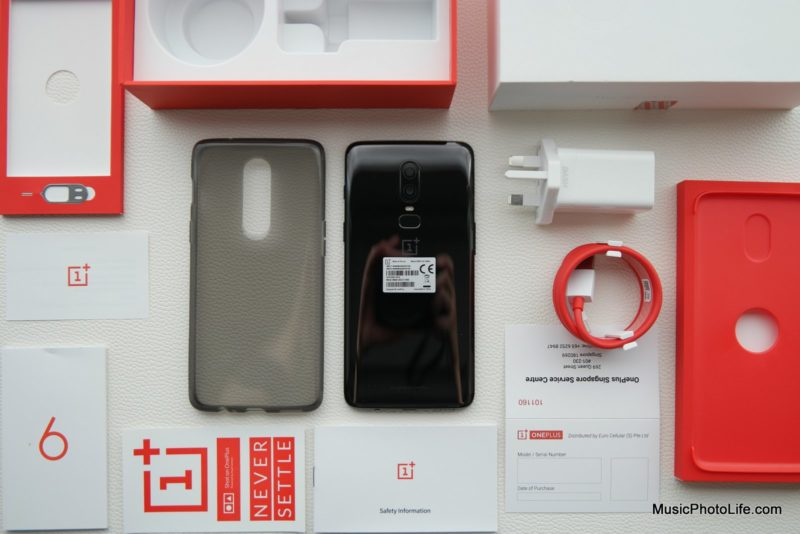 OnePlus 6 Unboxing review by Singapore consumer tech blogger Chester Tan musicphotolife.com