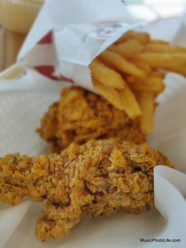 OnePlus 6 bokeh sample - KFC salted egg chicken limited edition