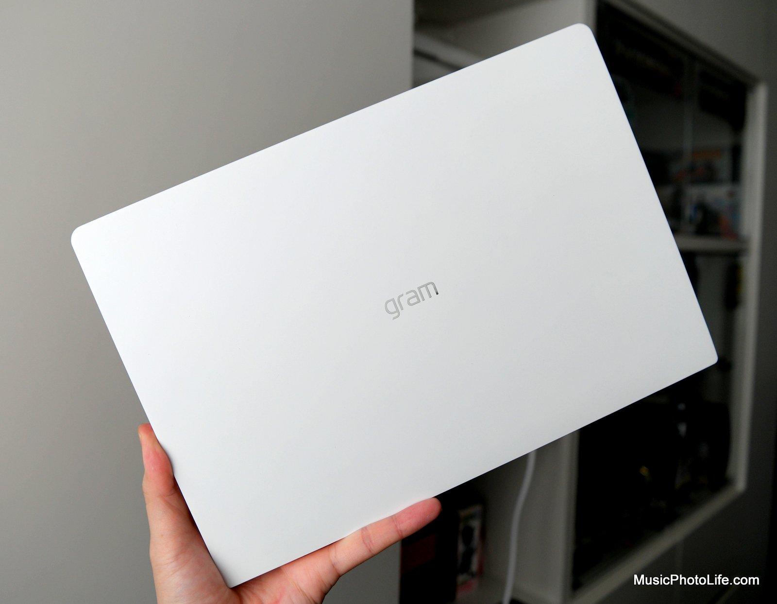 LG gram 13 13Z980 ultralight laptop review by musicphotolife.com, Singapore tech gadget reviewer