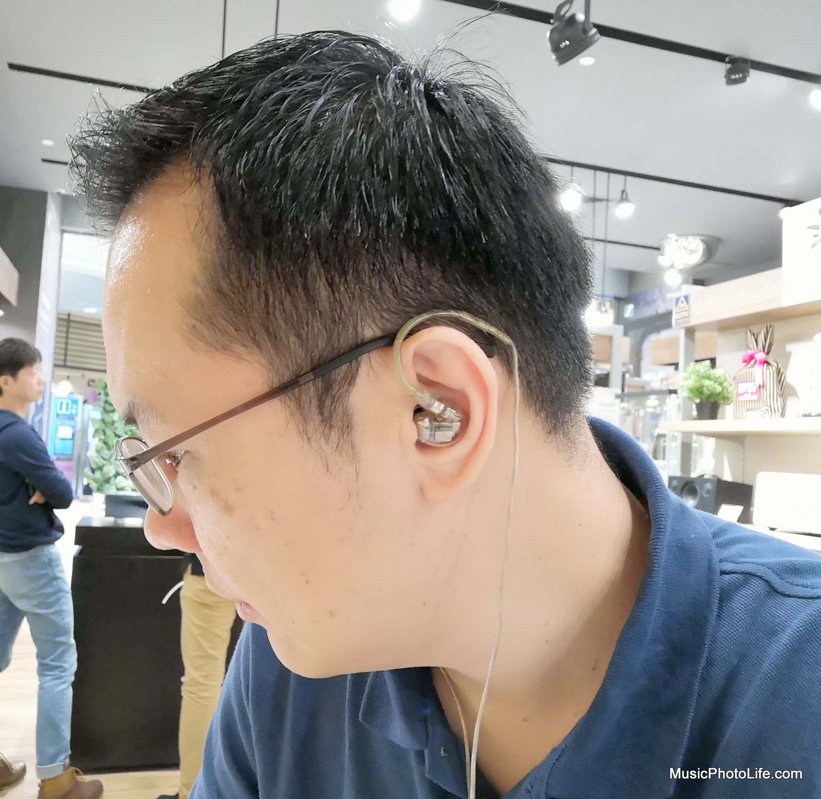 Chester Tan of musicphotolife.com reviewing the Shure SE846 Sound Isolating Earphones with 4 Balanced Armature Drivers