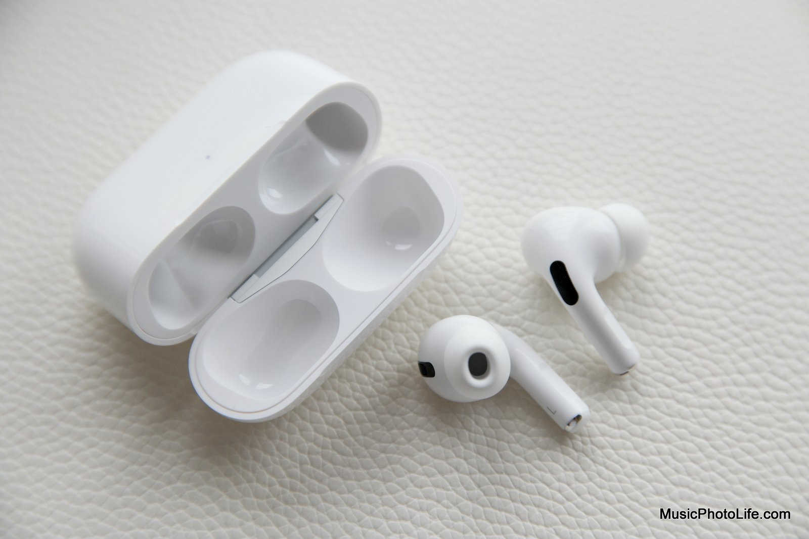 Apple AirPods Pro review by Chester Tan from musicphotolife.com Singapore tech blog