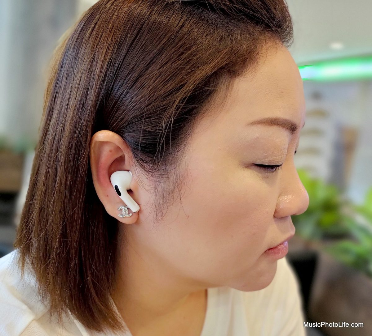 Apple AirPods Pro pose on ears