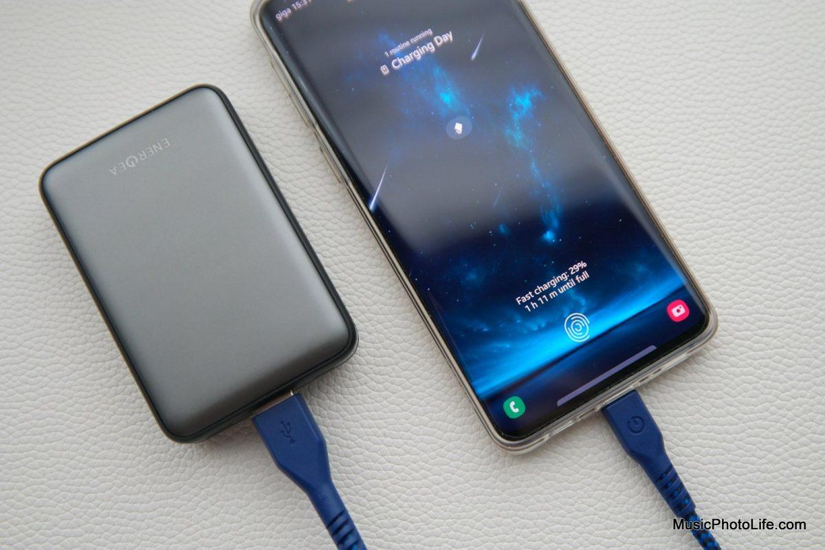 EnerGea ComPac AluMini 10000mAh powerbank charges Samsung Galaxy S10