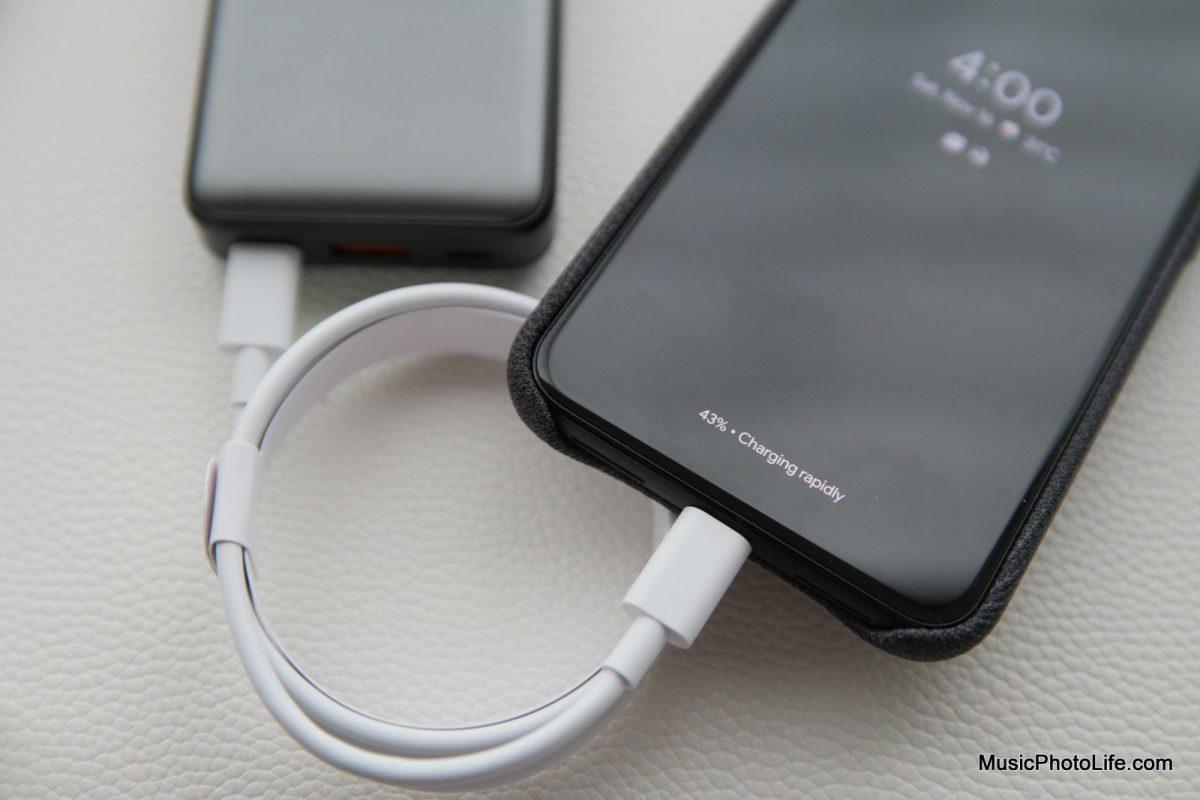 EnerGea ComPac AluMini 10000mAh powerbank charges Google Pixel 4XL
