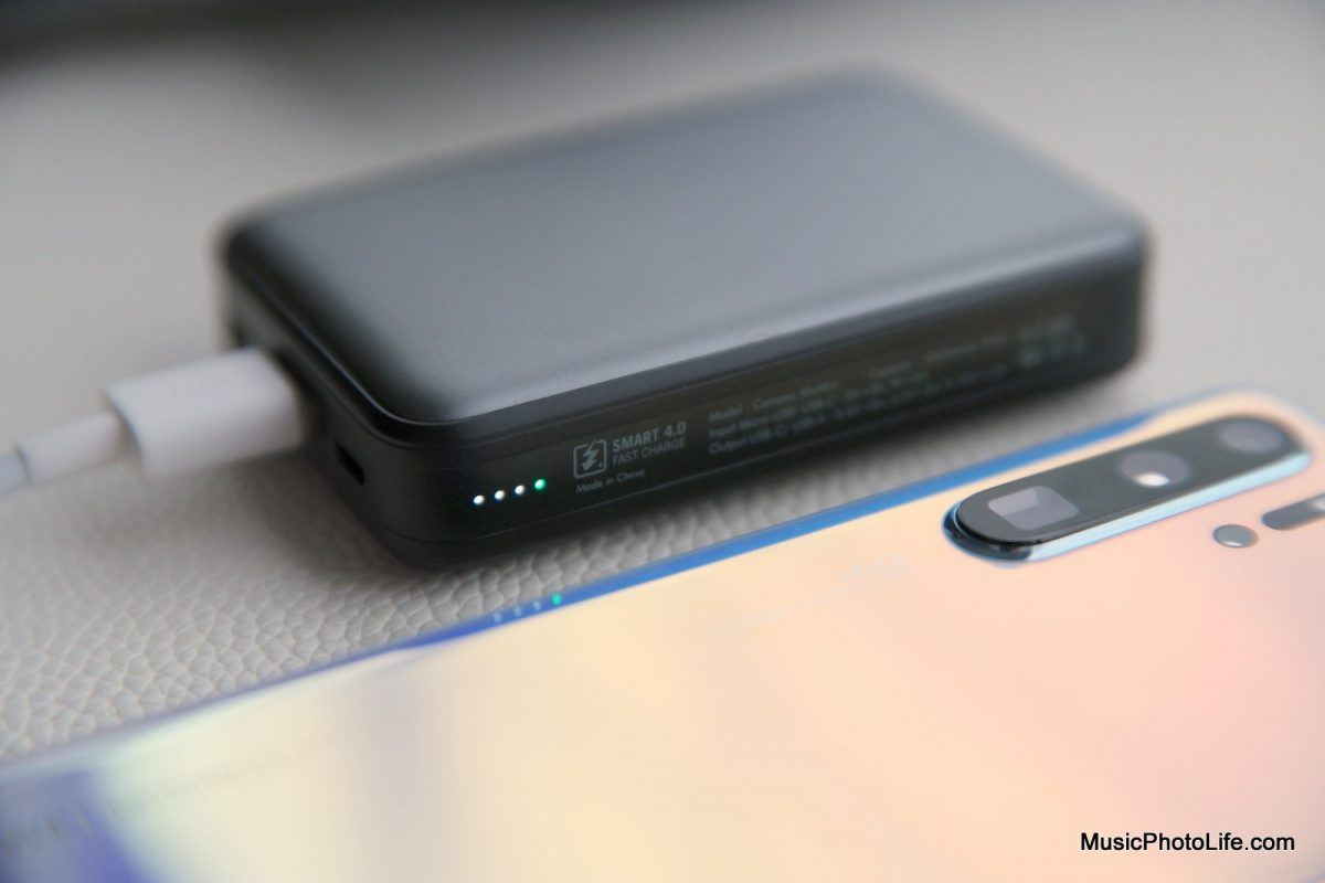 EnerGea ComPac AluMini 10000mAh powerbank charges Huawei P30 Pro
