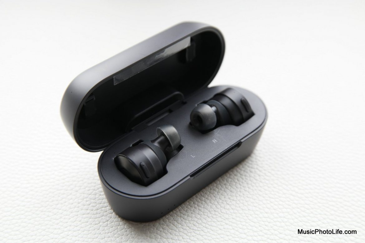 Audio-Technica ATH-CKS5TW case and earbuds